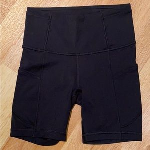 Lululemon Fast and Free Short 6 Inch - Size 2